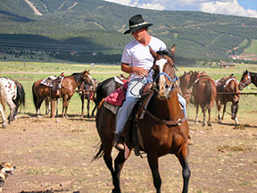 horseback riding trips for families and groups, overnight camping trips, gold panning trips and wilderness adventures on horses chosen to suit your abilities at Roadrunner Tours in Northern NM